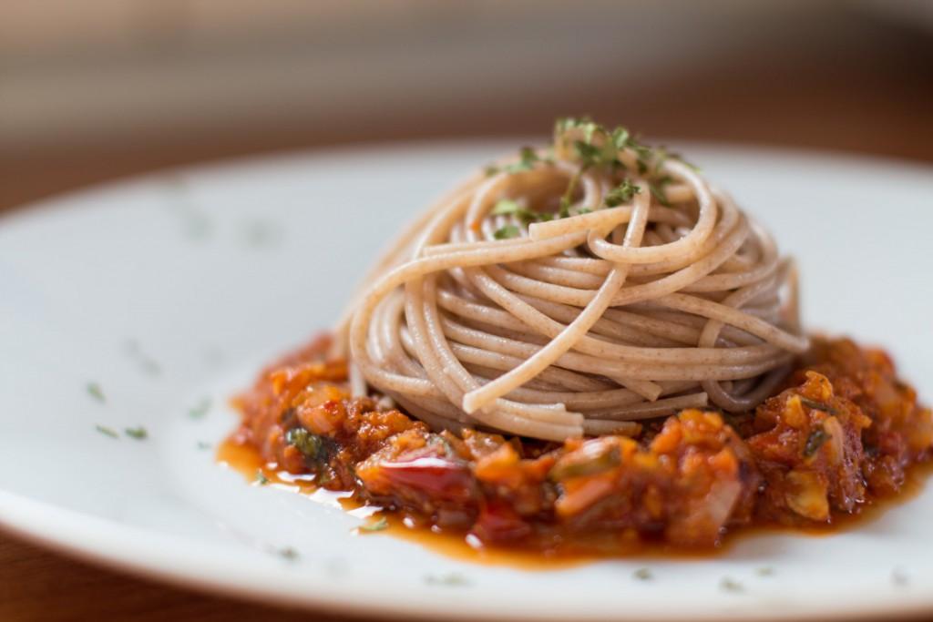 Spaghetti with tomato sauce with peanuts